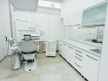 Стоматологический кабинет оснащенный  специальным стоматологическим оборудованием